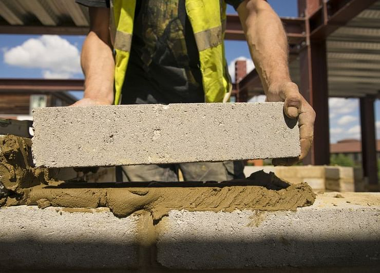 U.K. Construction Contracts for Sixth Month Amid Weak Demand