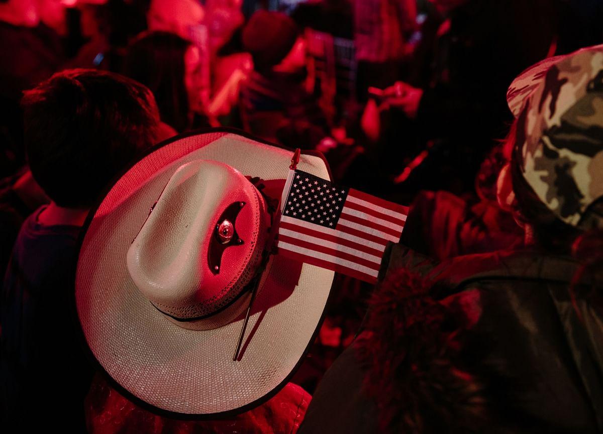U.S. Slowdown Spurs Concern Economy Is Near Stalling