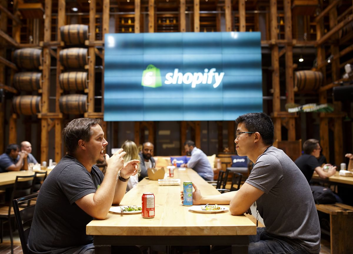 Shopify Slides Even as Analysts Back $450 Million 6 River Deal