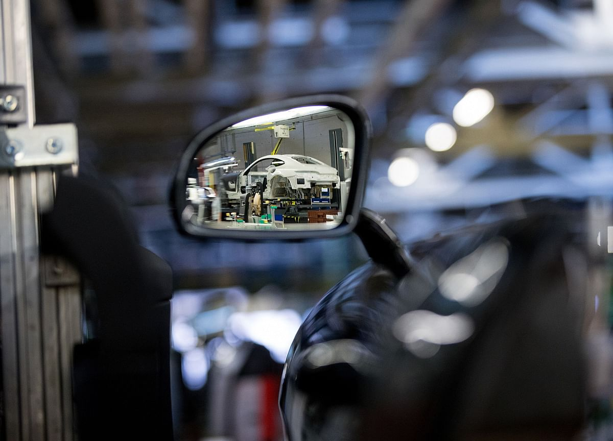 Should Cameras Replace Car Mirrors? U.S.Regulators Want to Know