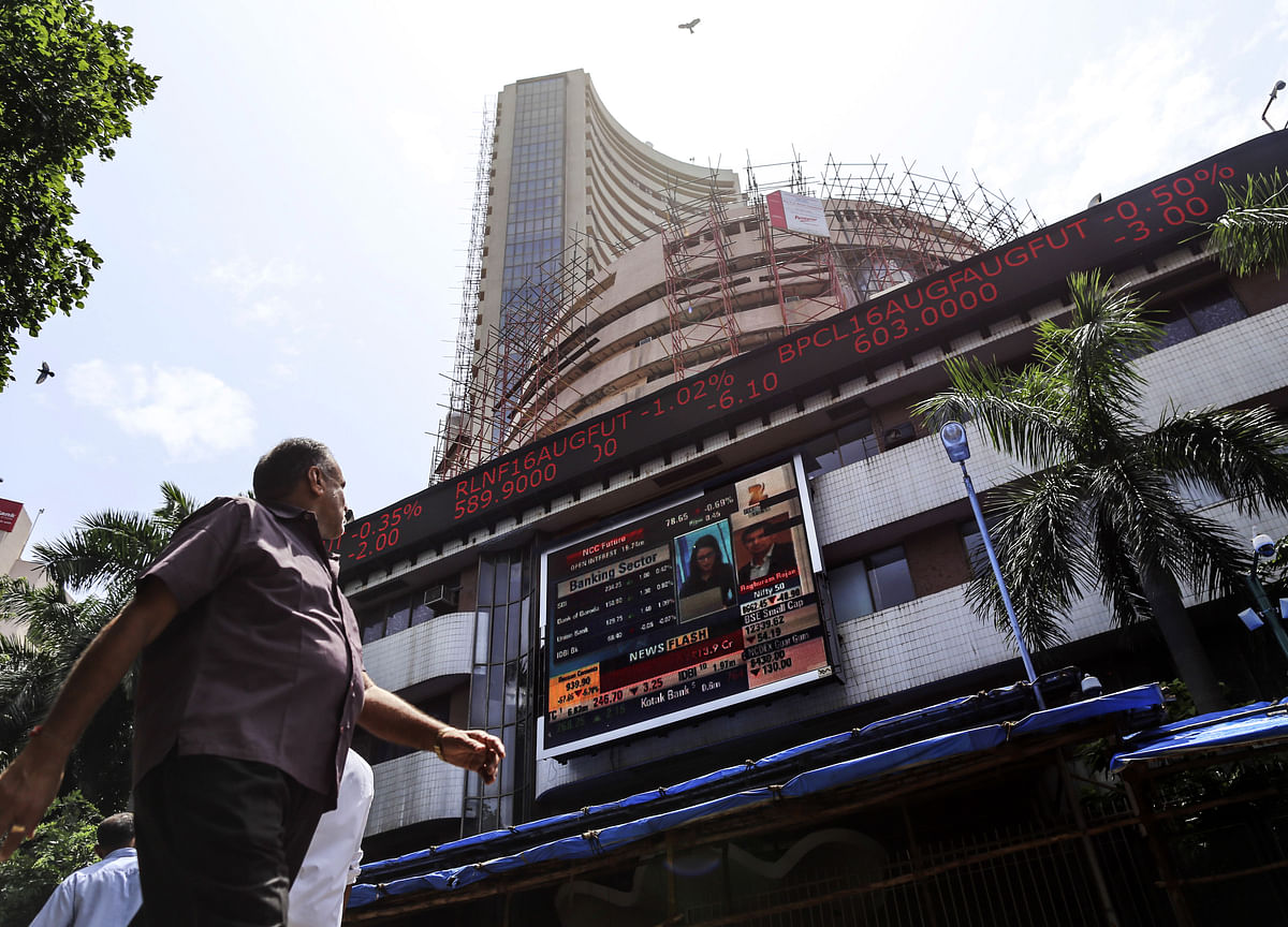 India Stocks Drop on Financial Sector Concern, Global Sell-Off