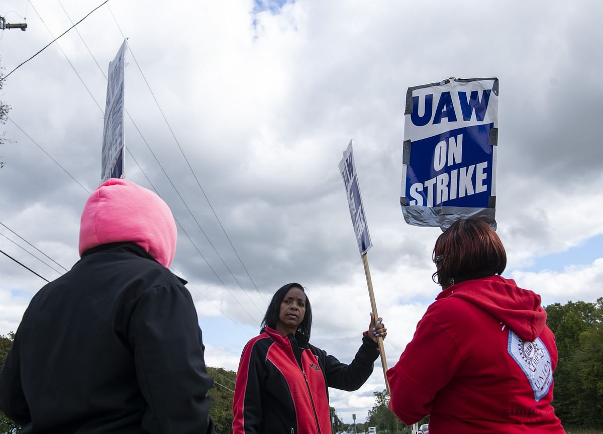 GM Workers Staying on Strike as Members Vote on New Contract