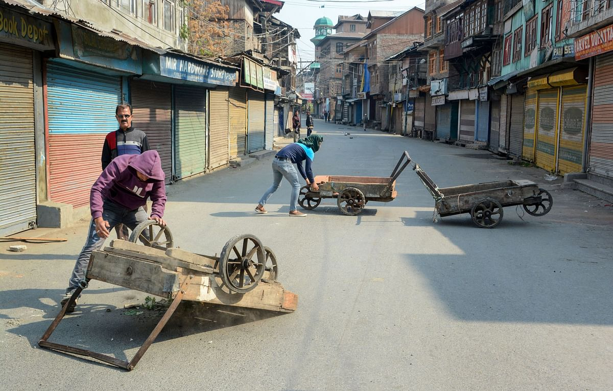 Protesters block a street during a shutdown in Srinagar (Source: PTI)