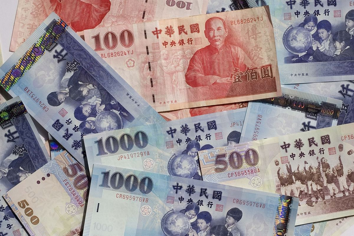 Asia's Hottest Currency Spurs Intervention Talk in Taiwan