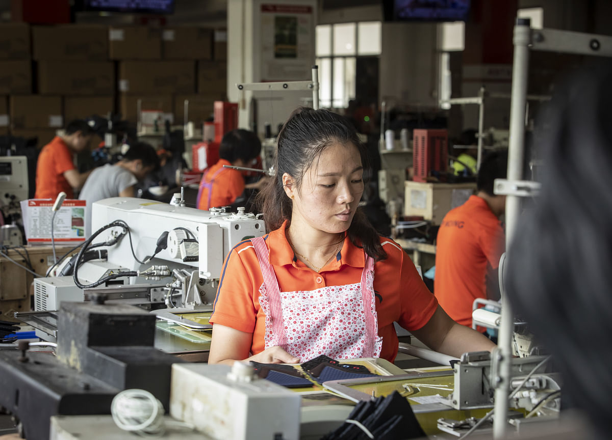 China's Factory Deflation Worsens, Adding to Global Economy Woes