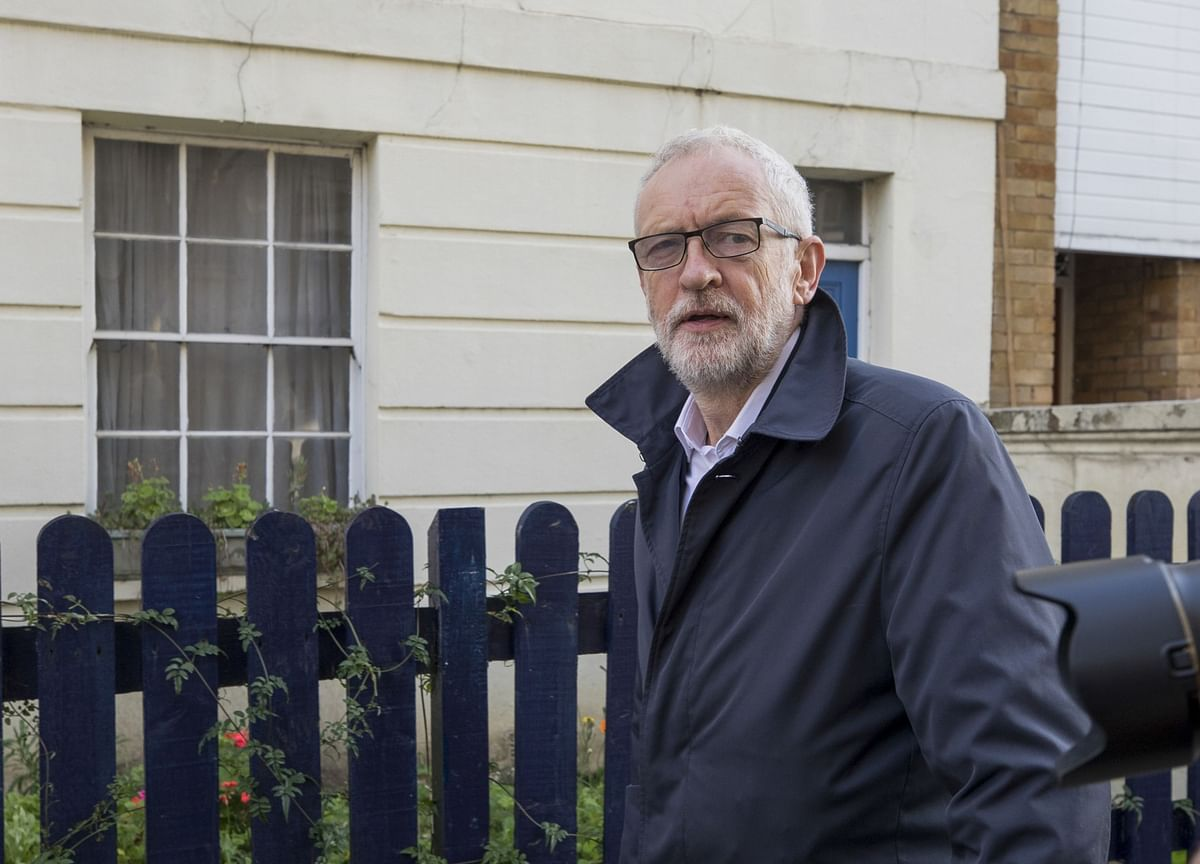 Corbyn Starts U.K. Election Campaign Attacking 'Corrupt System'