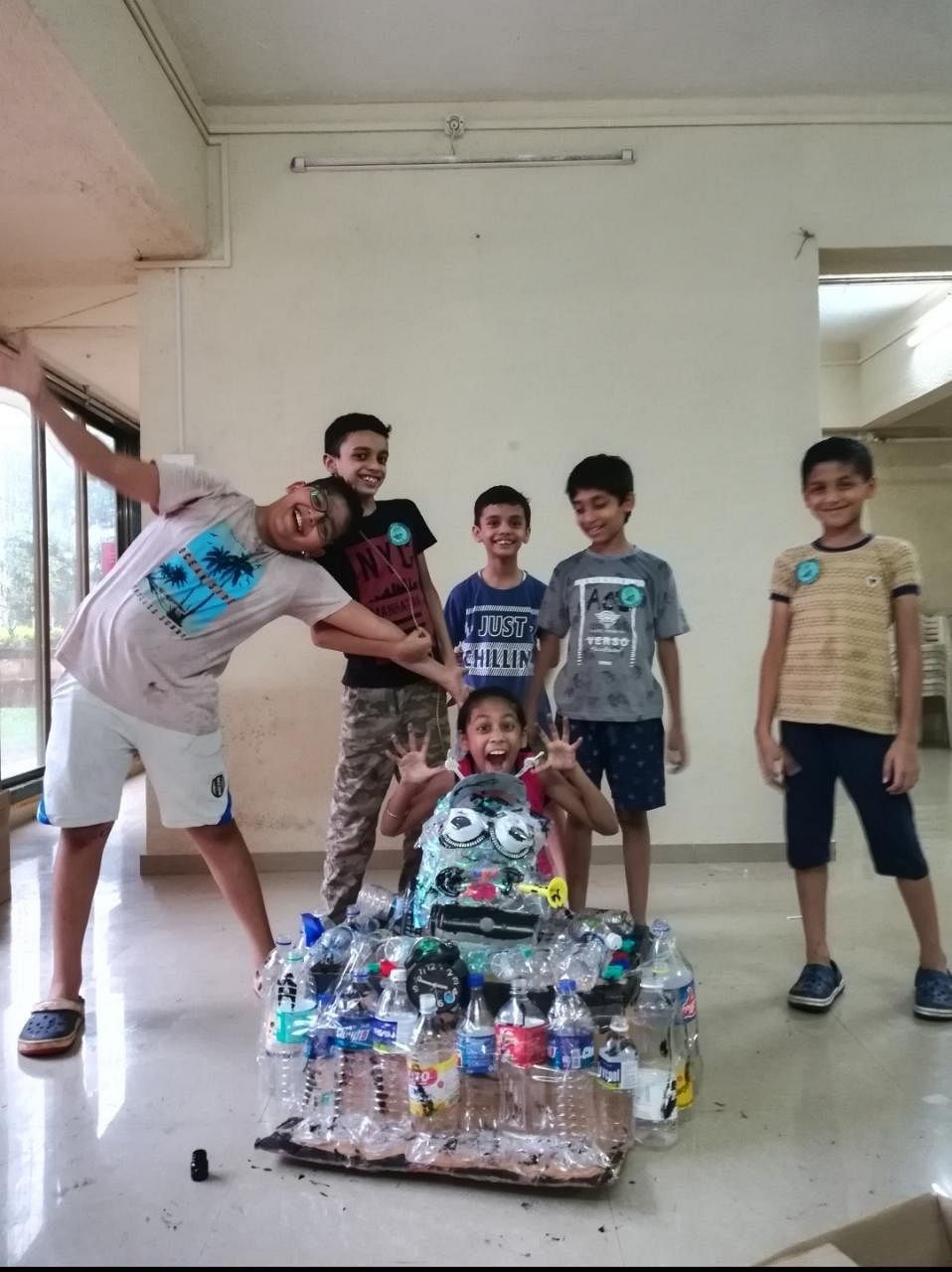Children who have this year made a plastic daanav. (Photo: Author)