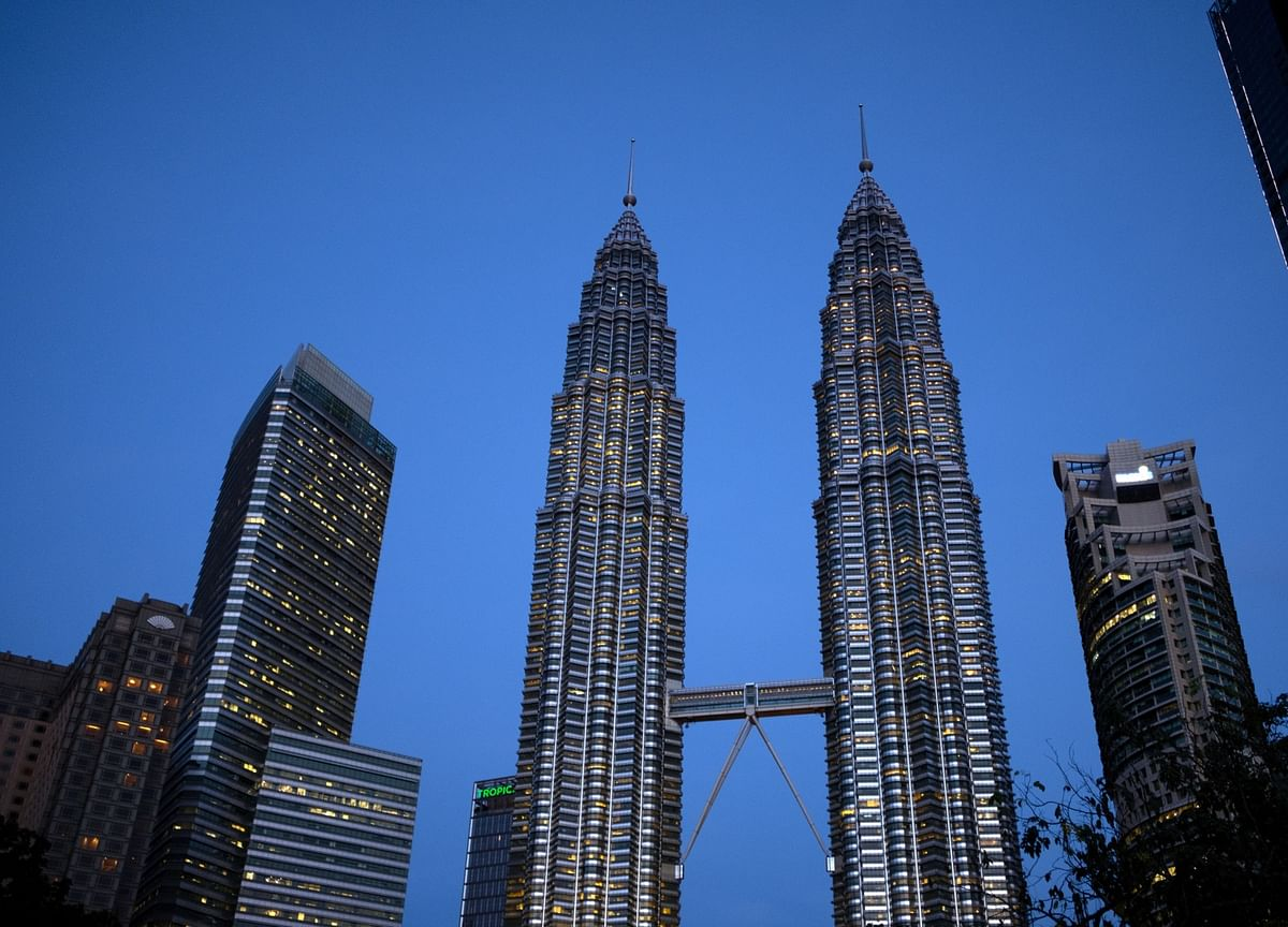 Malaysia Is Set to Lower Income Tax, Widen Deficit Goal