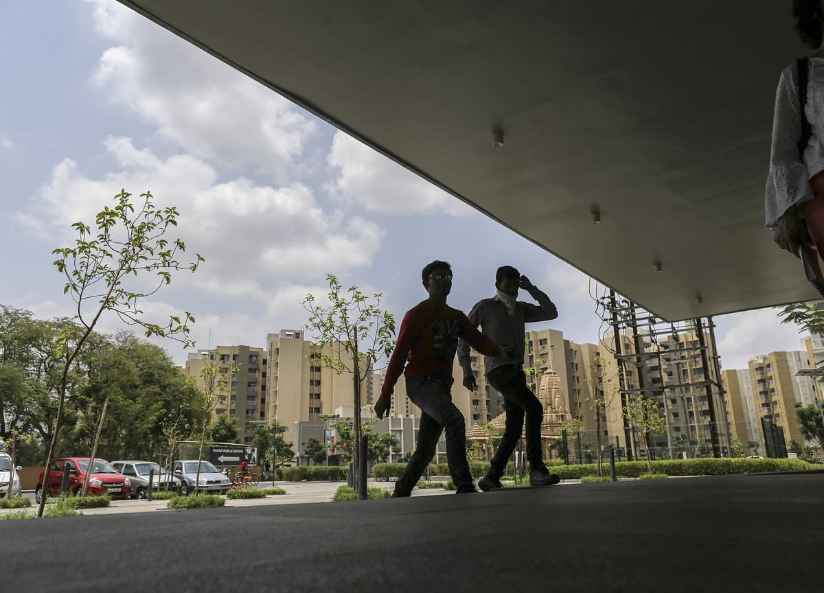 Rebound in India Services Offers Glimmer of Hope for Economy