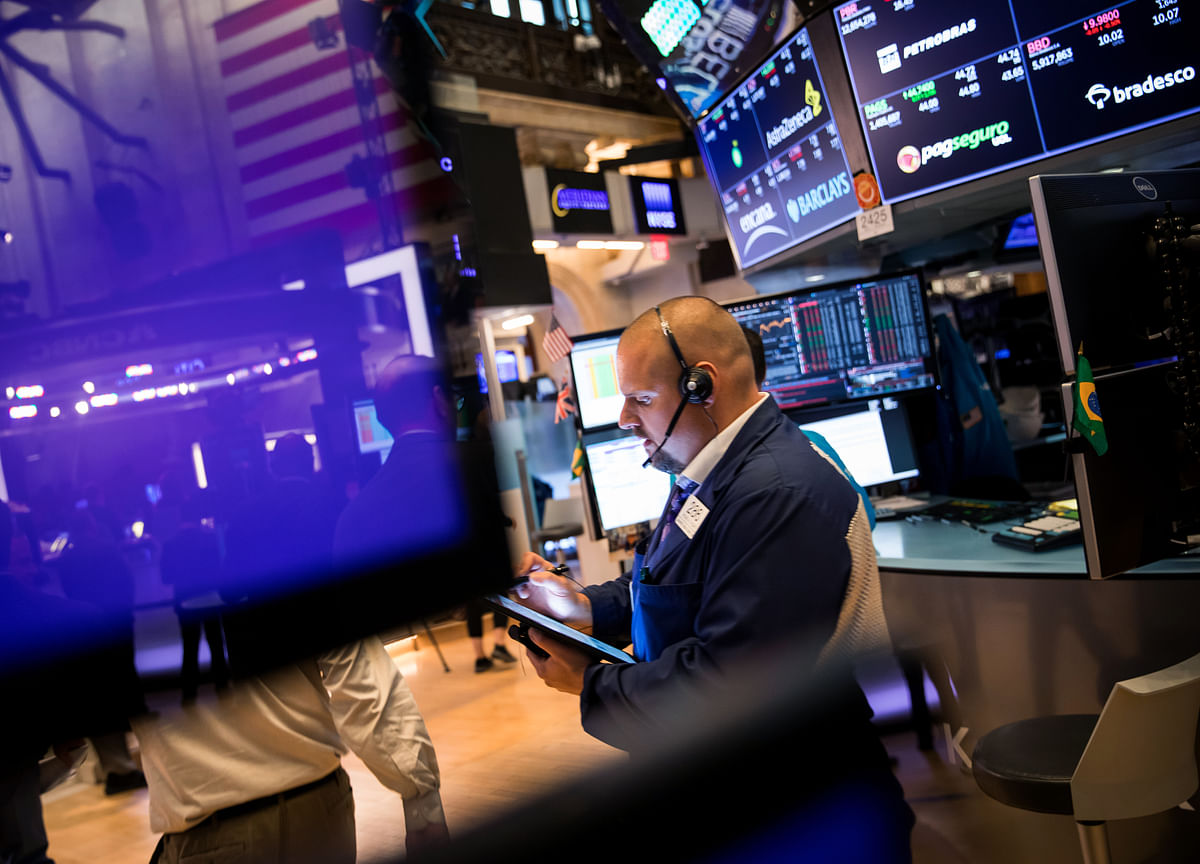 Stocks Fall Most Since August on Weak Factory Data: Markets Wrap