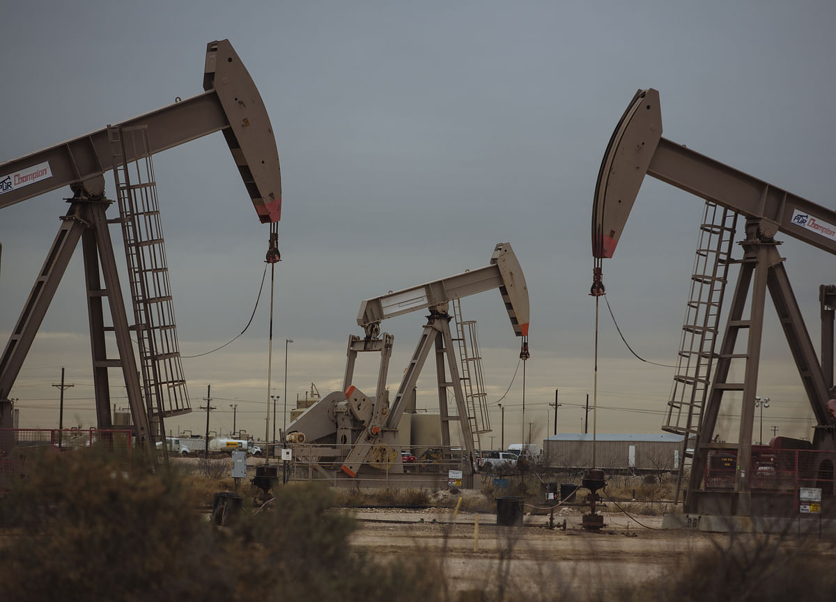 Texas Oil at $2 a Barrel Raises Specter of Negative Prices