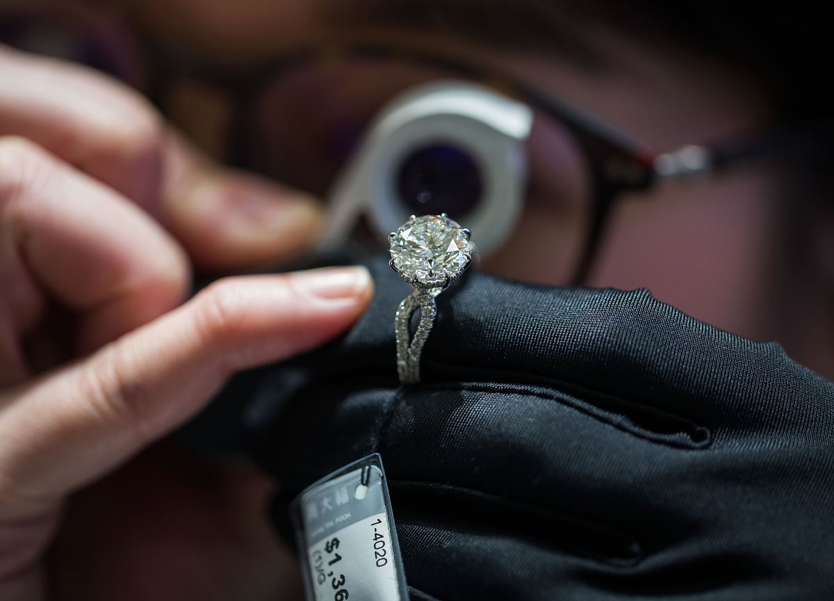 De Beers Diamond Sales Fall 39% in a Year