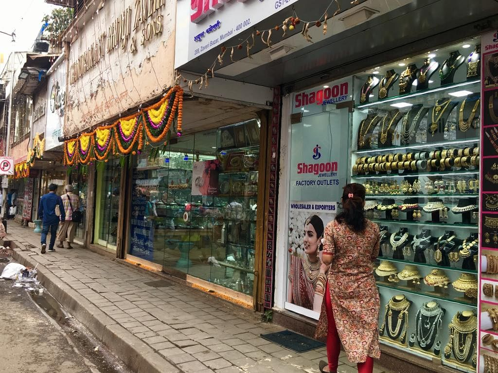 Gold shops in Mumbai on the auspicious occassion of Dhanteras. (SOurce: BloombergQuint)