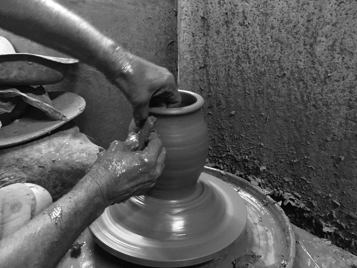 A potter shapes a vessel in Dharavi's Kumbharwada. (Source: BloombergQuint)