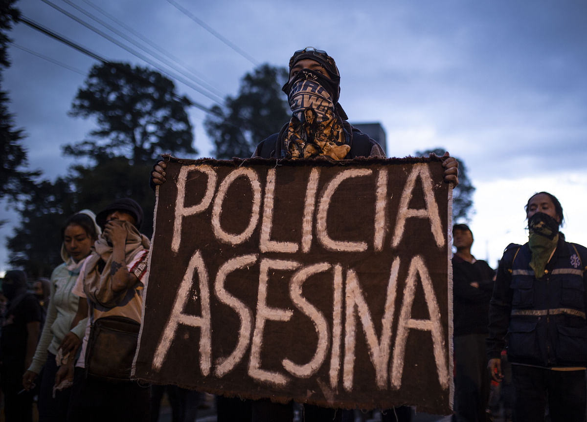 Anti-Government Protesters Free Police Taken Hostage in Ecuador