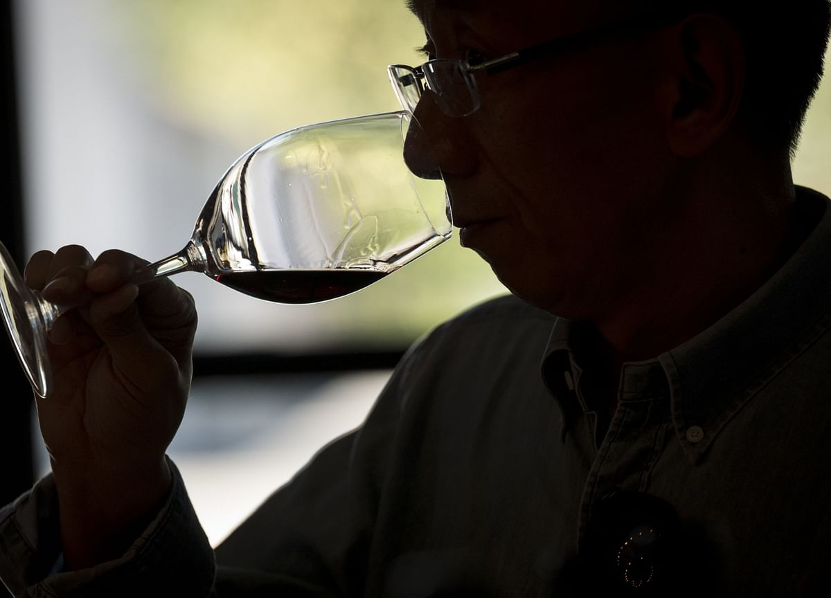 China Finds Solace in Wine From Australia as Economic Slowdown Hits