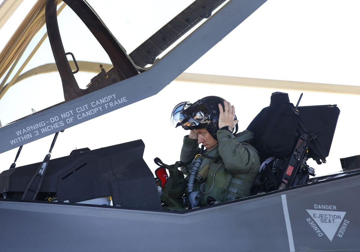 Pentagon Gets a Fix for F-35 Bug in $400,000 Pilot Helmets