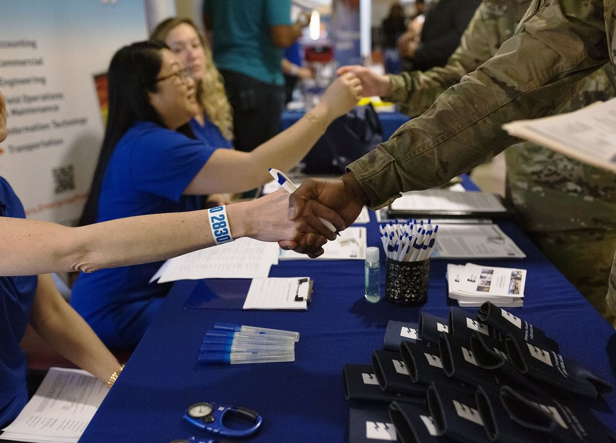 Filings for U.S. Jobless Benefits Hold at Highest Since June