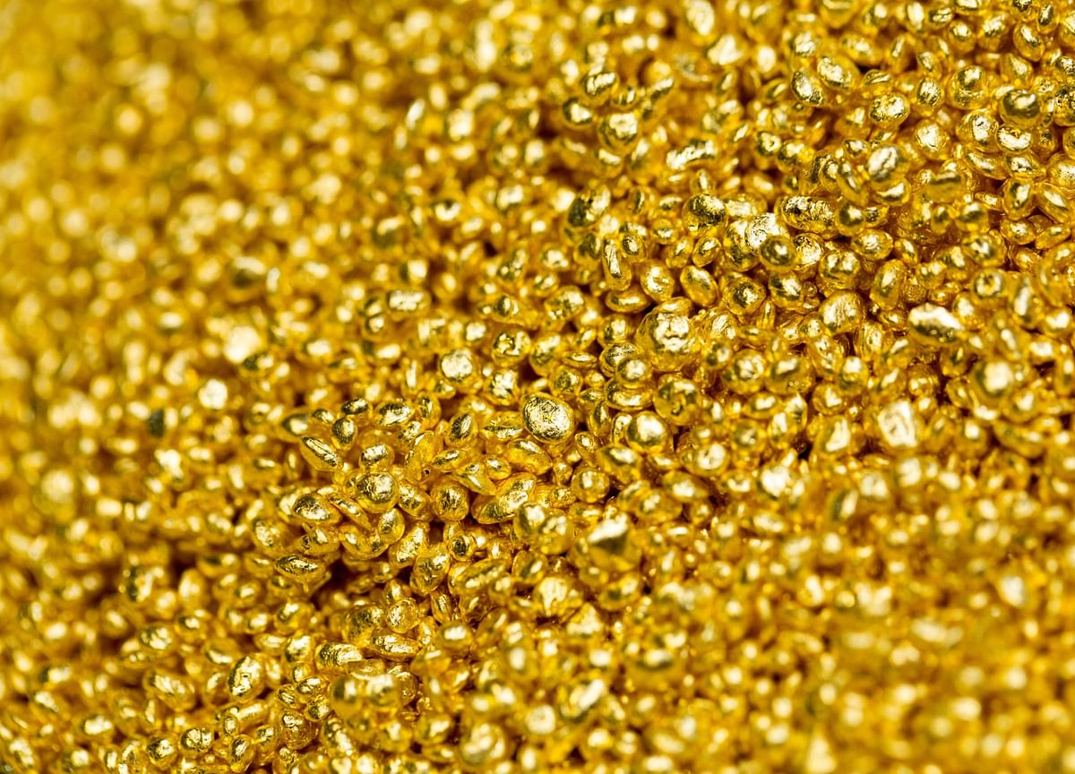 Gold Fails to Crumble as Trade Deal Hit Meets Dollar's Decline