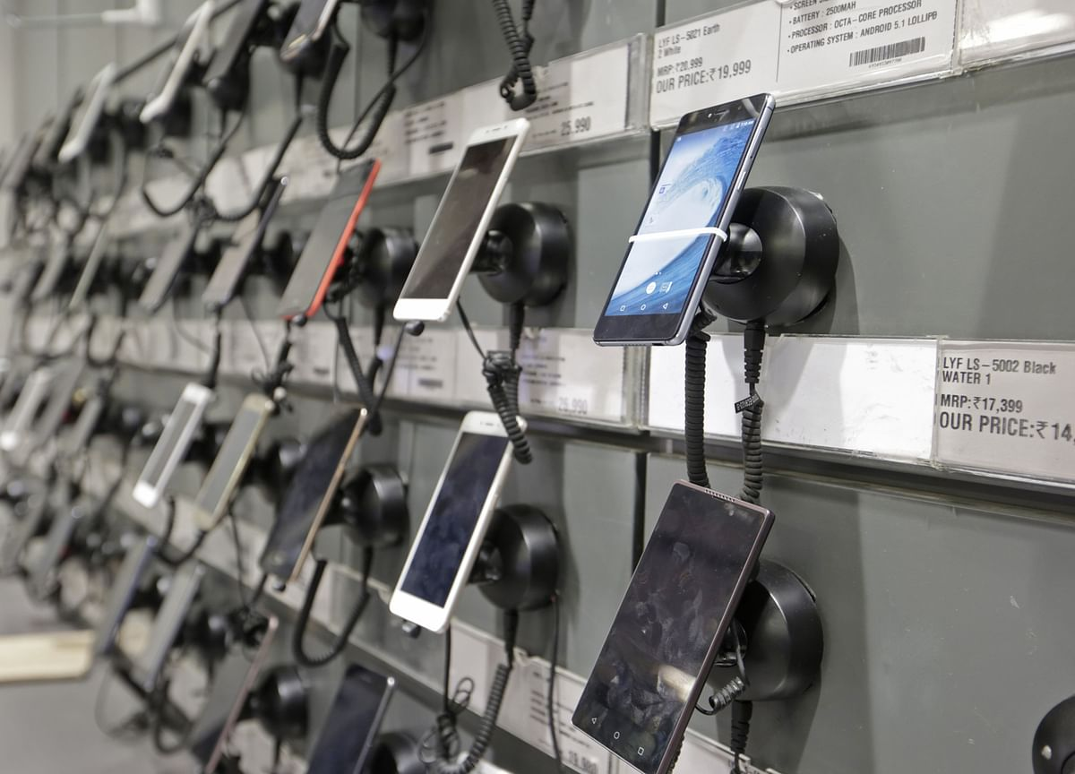 Government May Restore 2% Additional Duty Incentive On Mobile Phones Export