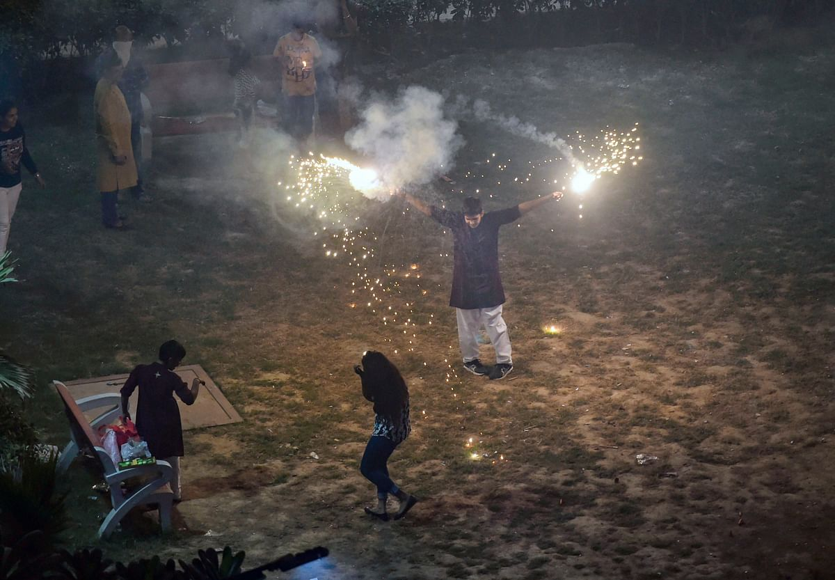 Smoke rises as children burn crackers during Diwali celebrations, in New Delhi, on Oct. 27, 2019. (Photographer: Arun Sharma/PTI)