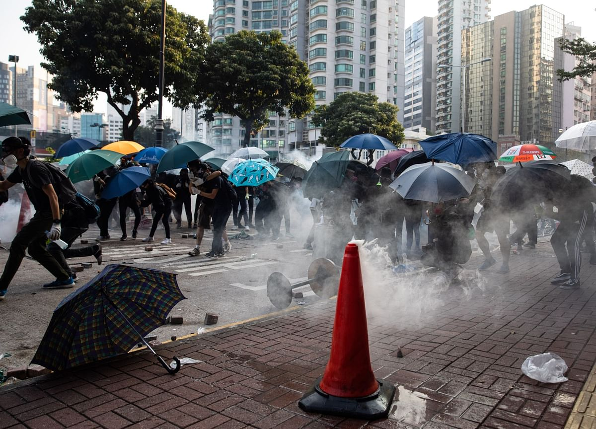 Lam Calls for Peaceful End to Hong Kong Siege as Numbers Dwindle