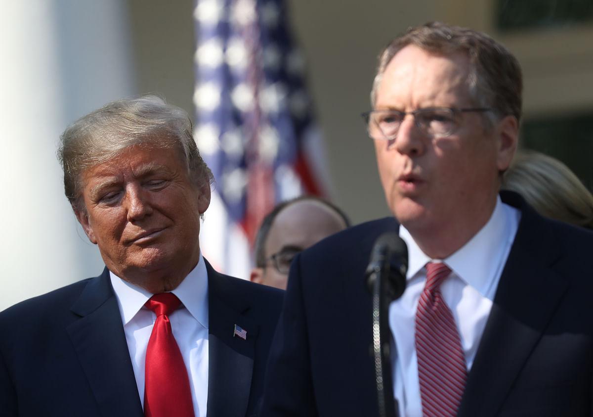 U.S. President Donald Trump listens as Robert Lighthizer, U.S. trade representative, speaks in the Rose Garden of the White House in Washington, D.C. (Photographer: Andrew Harrer/Bloomberg)