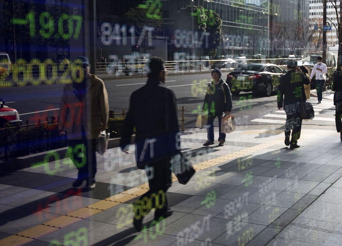 Stocks Rise, Dollar Falls on 'Accommodative' Fed: Markets Wrap