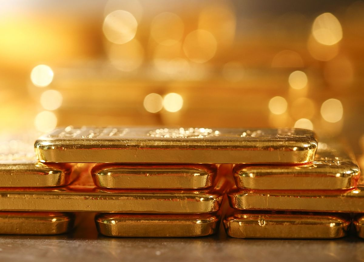 Gold Rises to Eight-Week High as Dollar Falls; Platinum Surges