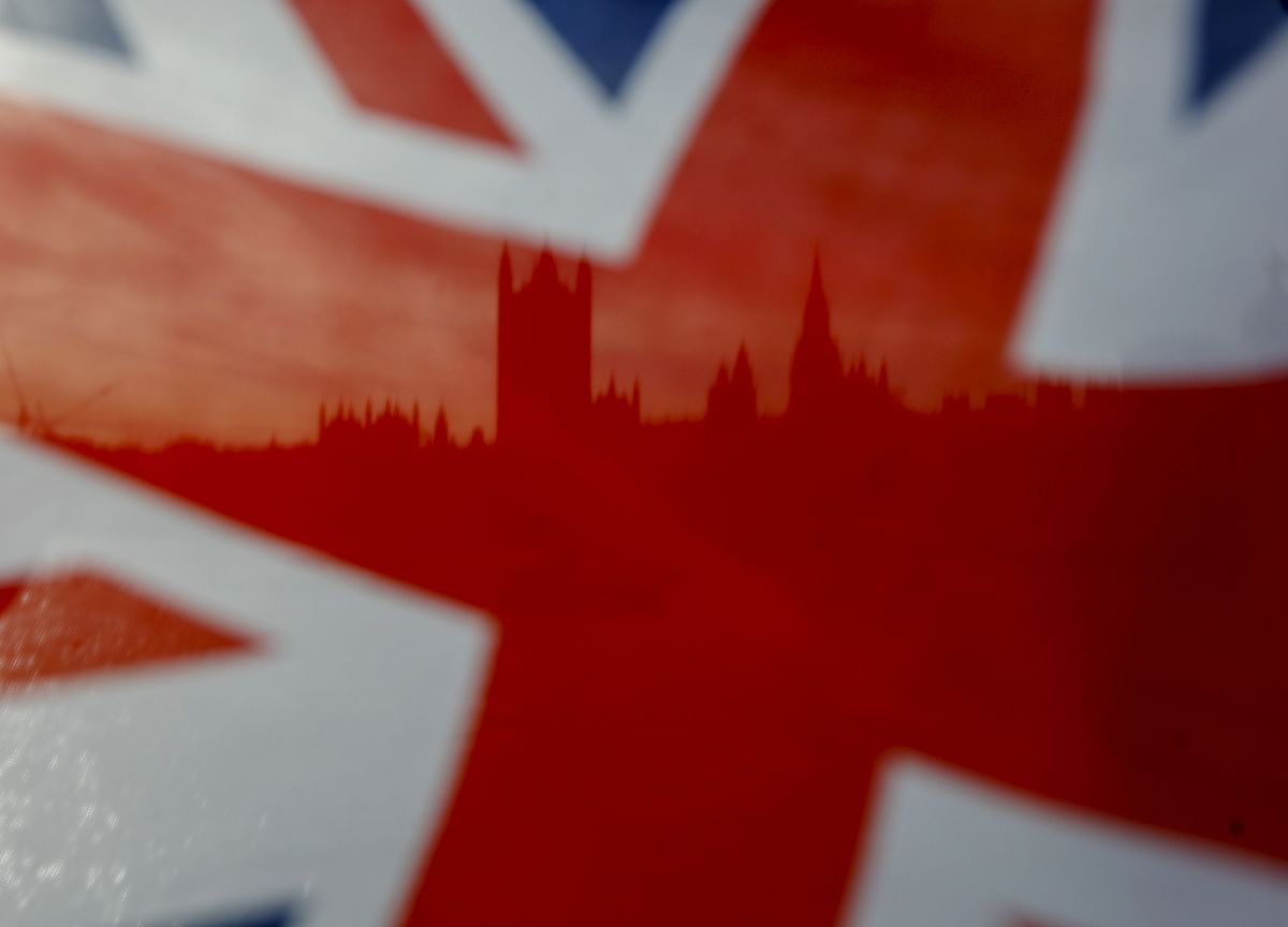 U.K. State to Return to 1970s Size Under Election Spending Plans
