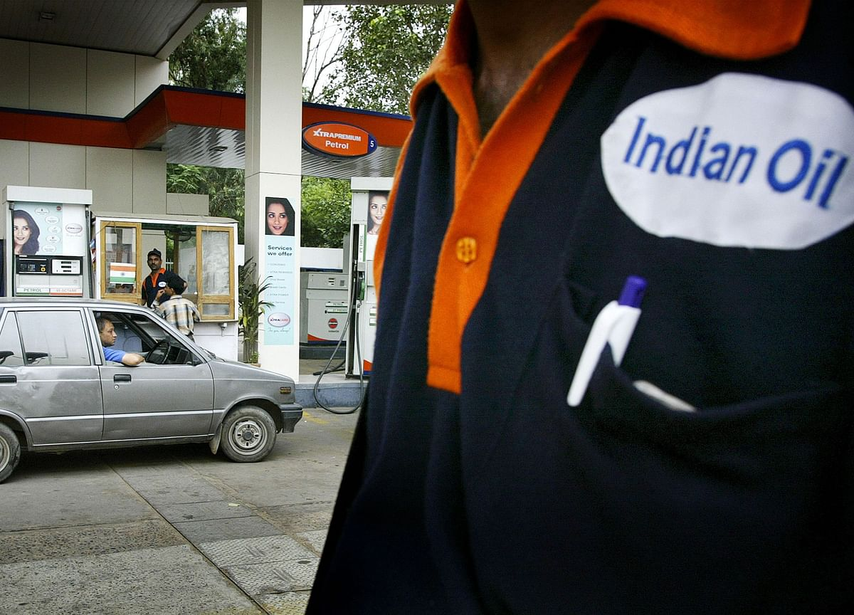 India Mulls Cutting Stake in Indian Oil to Below 51%