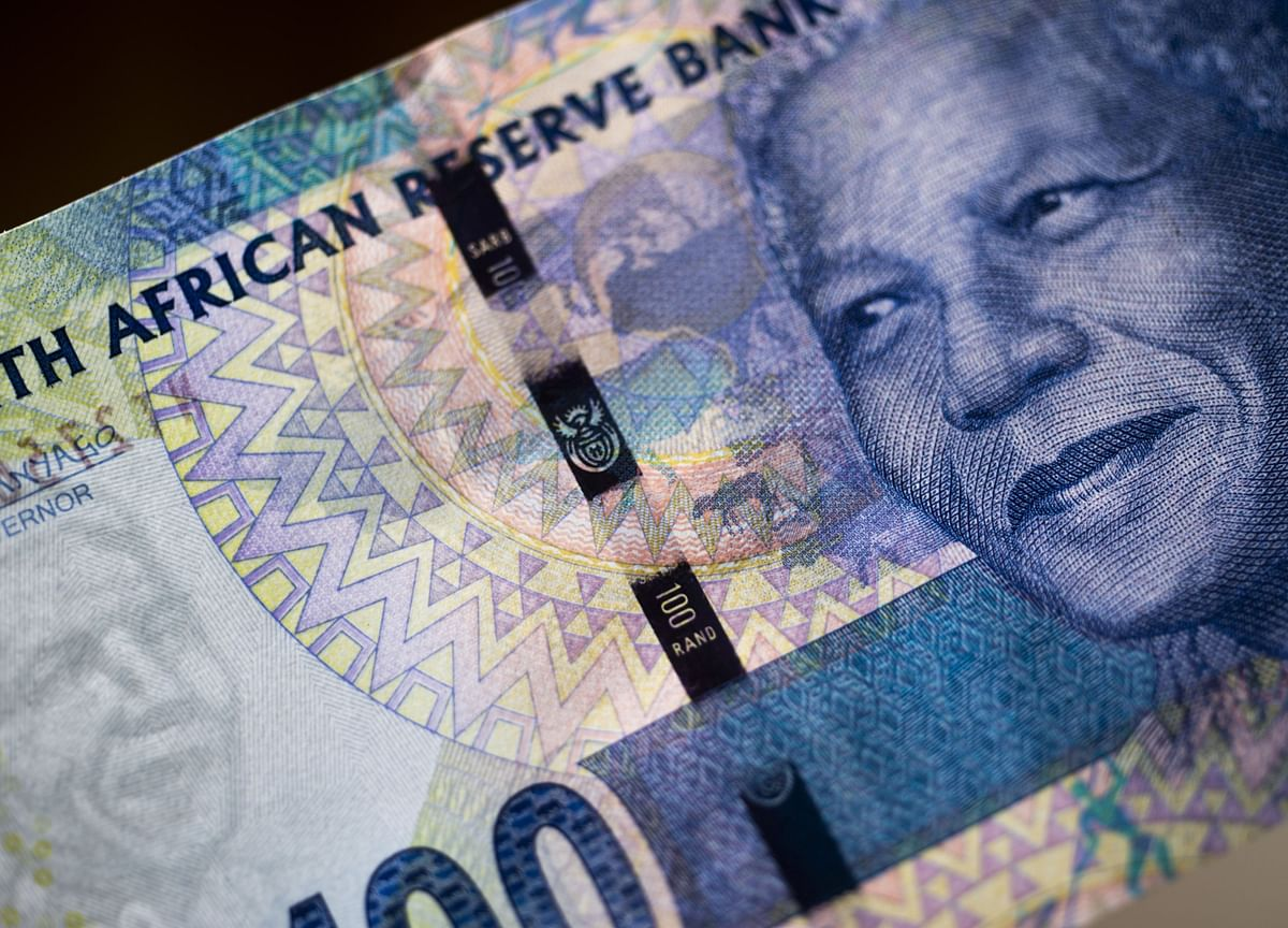 Rand Rallies With Bonds as South Africa Dodges Moody's Downgrade