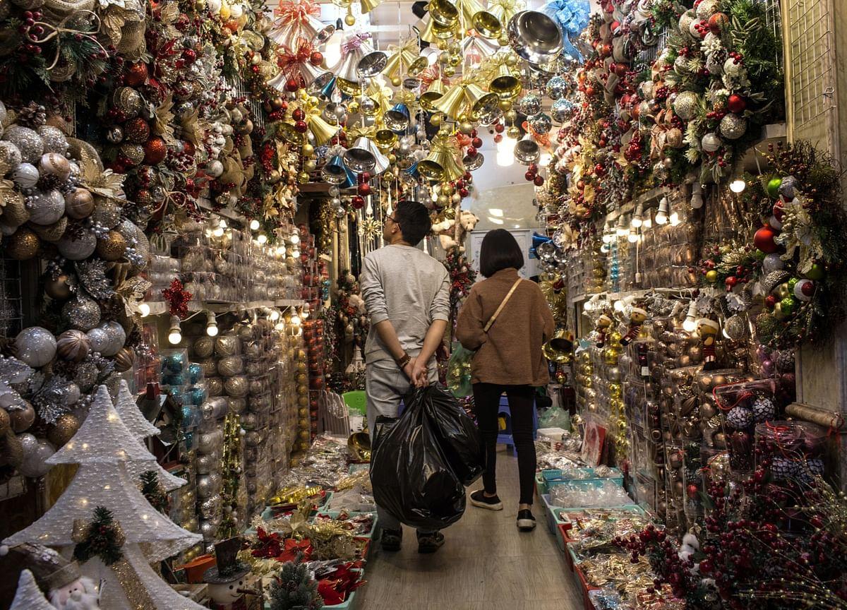 Christmas Lights, Tangled in Trade War, Show Vietnam's Struggle