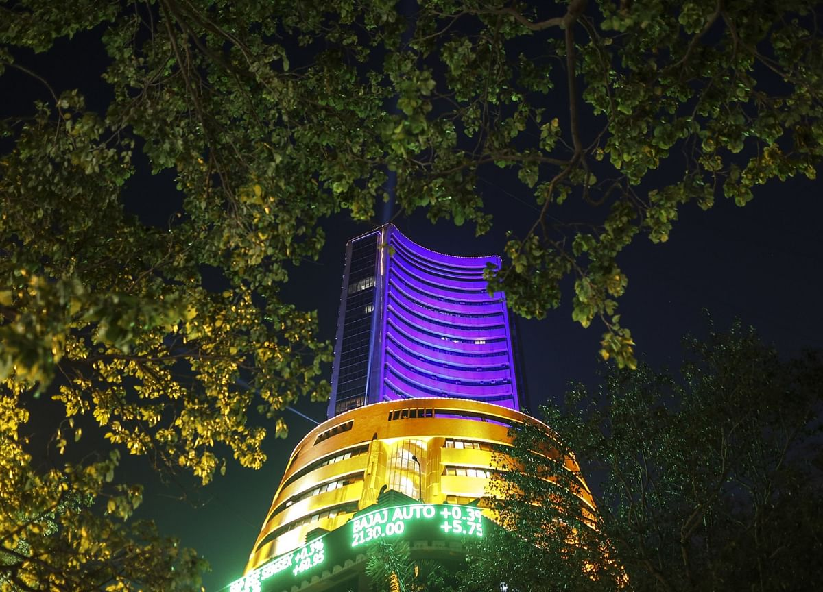 Indian Stocks Fall With Asian Markets in New Year's Eve Lull