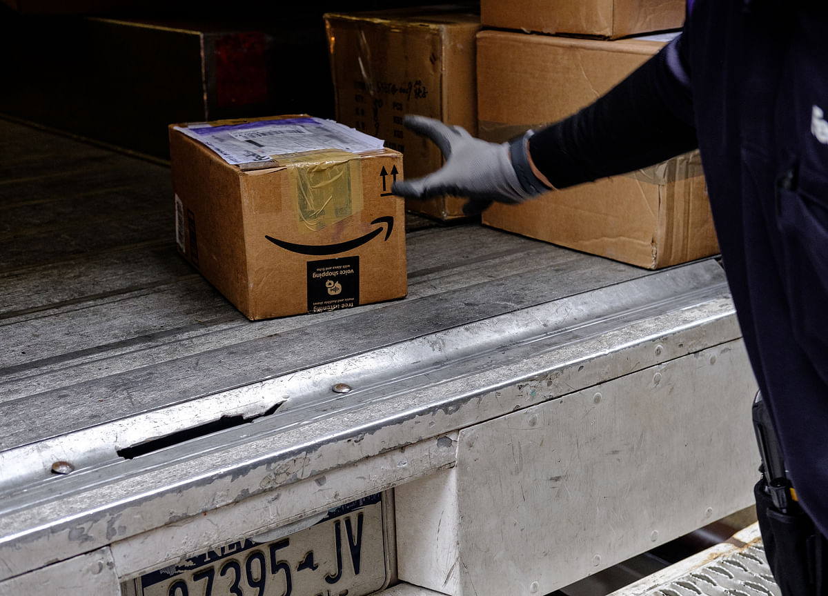 Amazon Cuts Off FedEx Ground for Prime Holiday Shipments