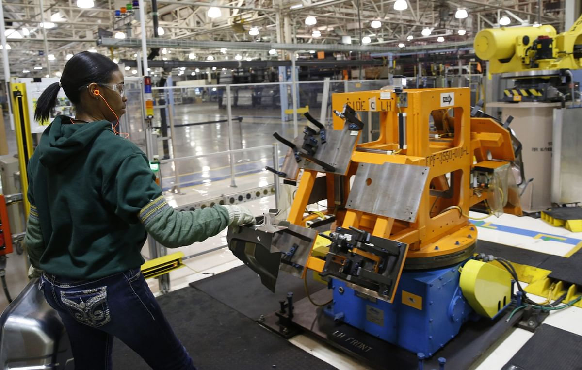 U.S. Factories Extend Contraction as Index Misses Forecasts