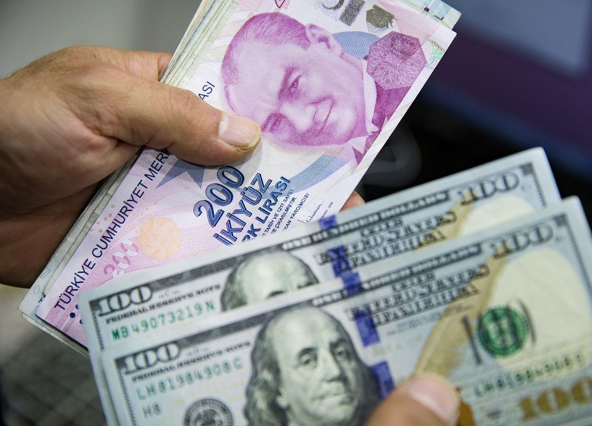 Turkish Lira Falls as Regulator Intervenes