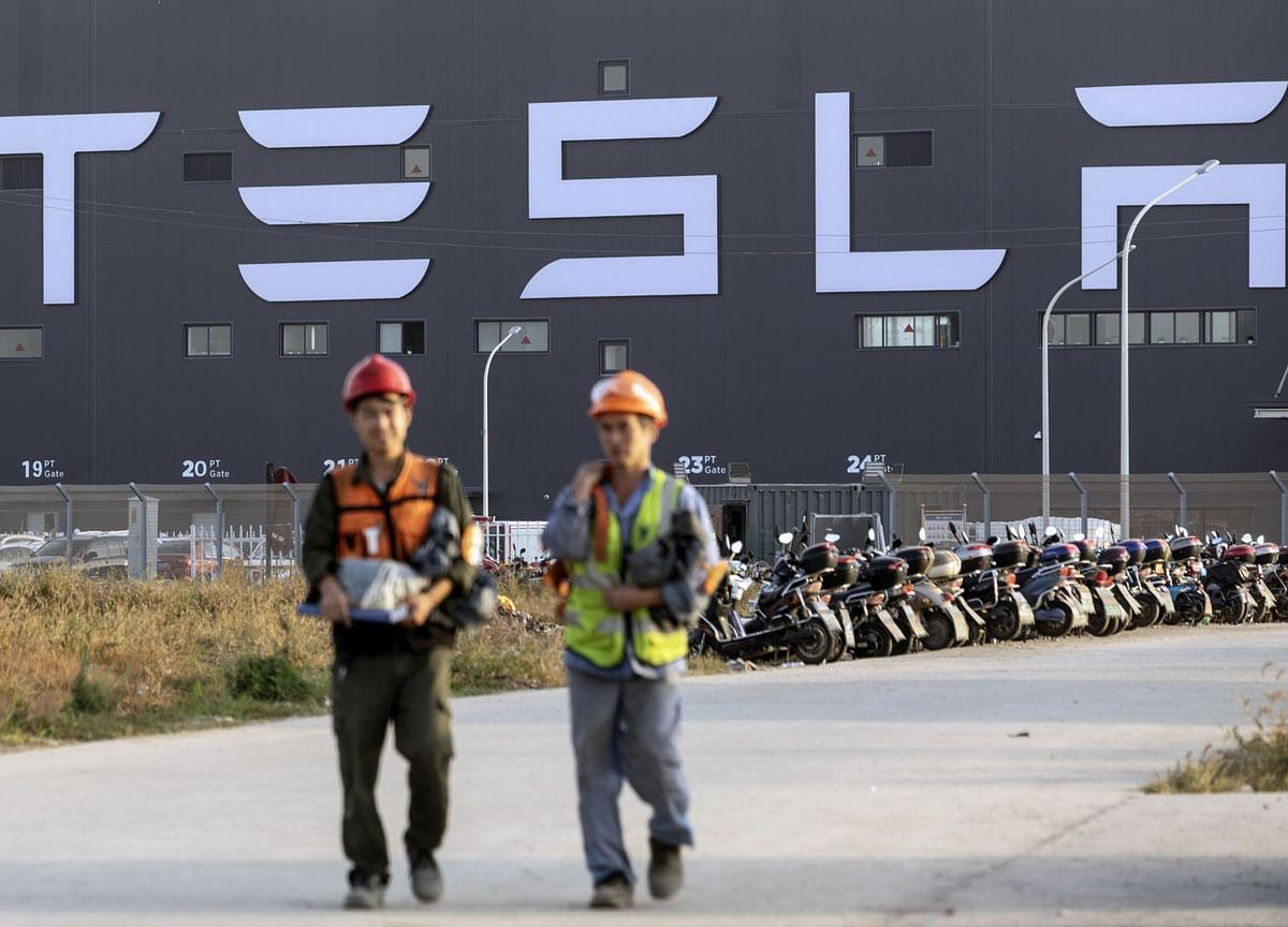 Tesla Climbs to Record Close, Bringing Elon Musk Closer to $420