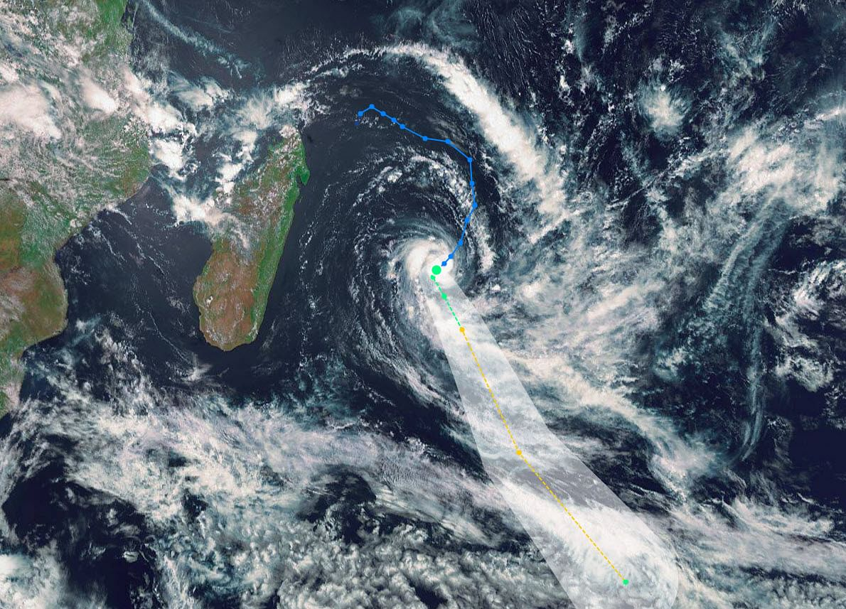 Cyclone Alert Forces Mauritius to Close Stock Exchange, Airport