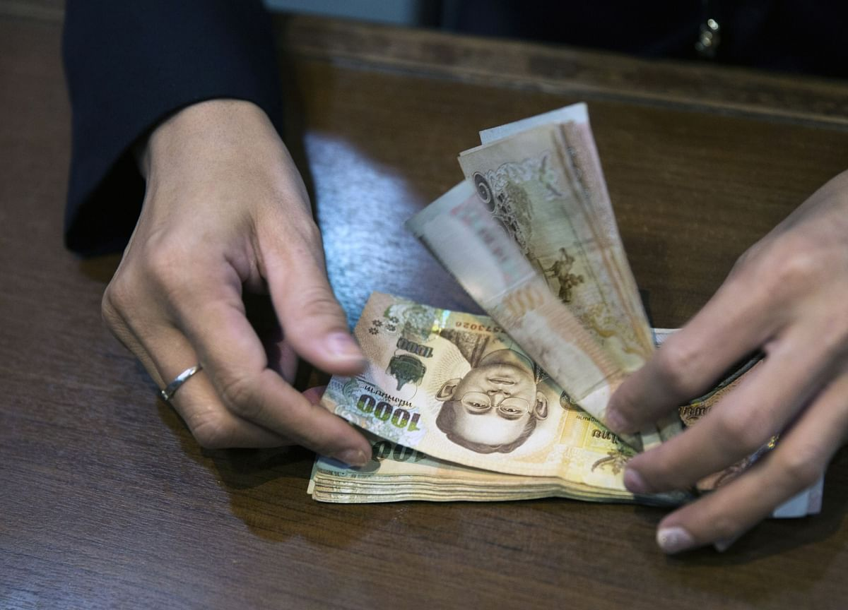 Tide Turns Against Top-Ranked Asian Currency as Growth Slows