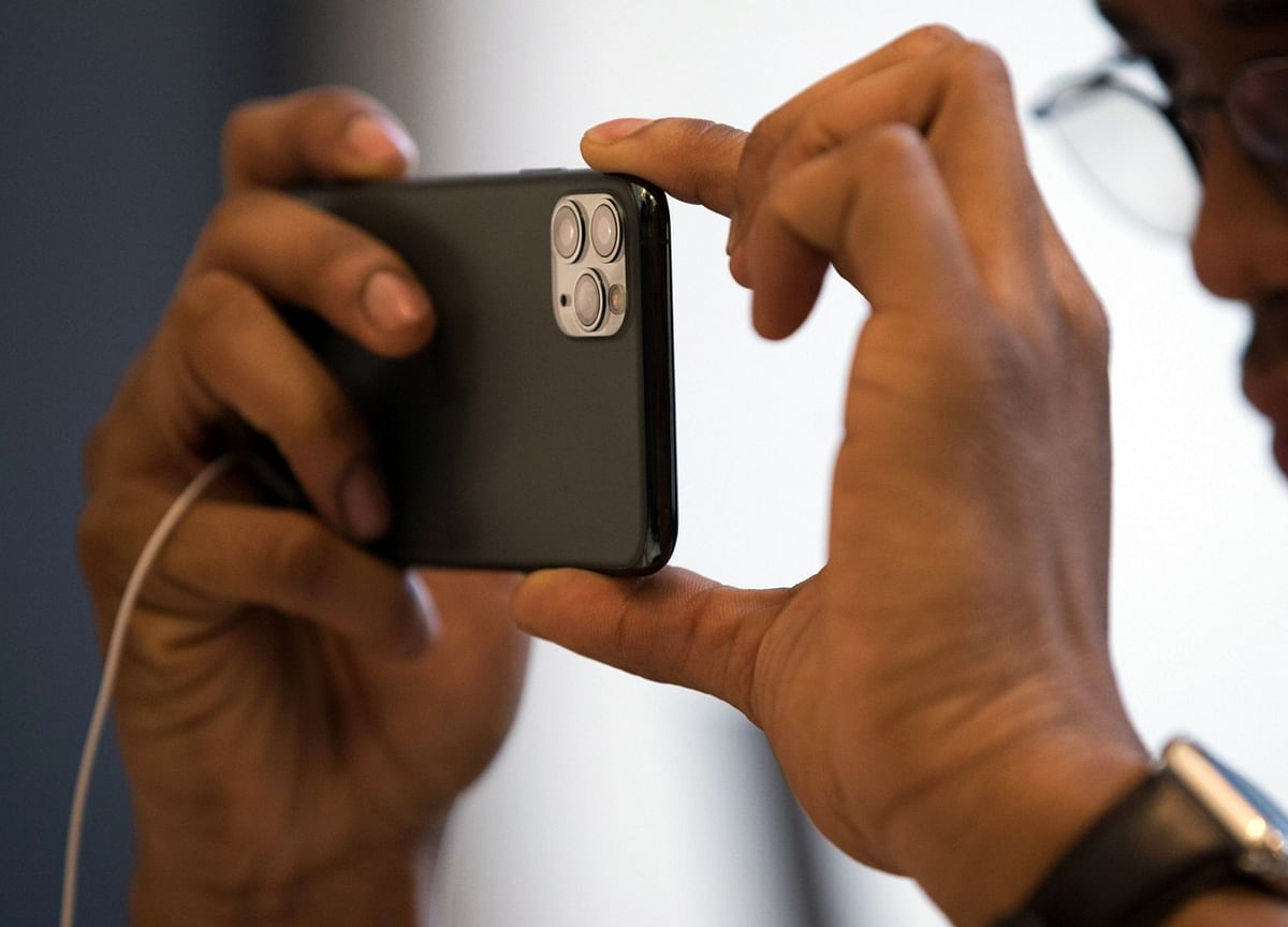 Apple Buys U.K. Startup to Improve iPhone Picture Taking