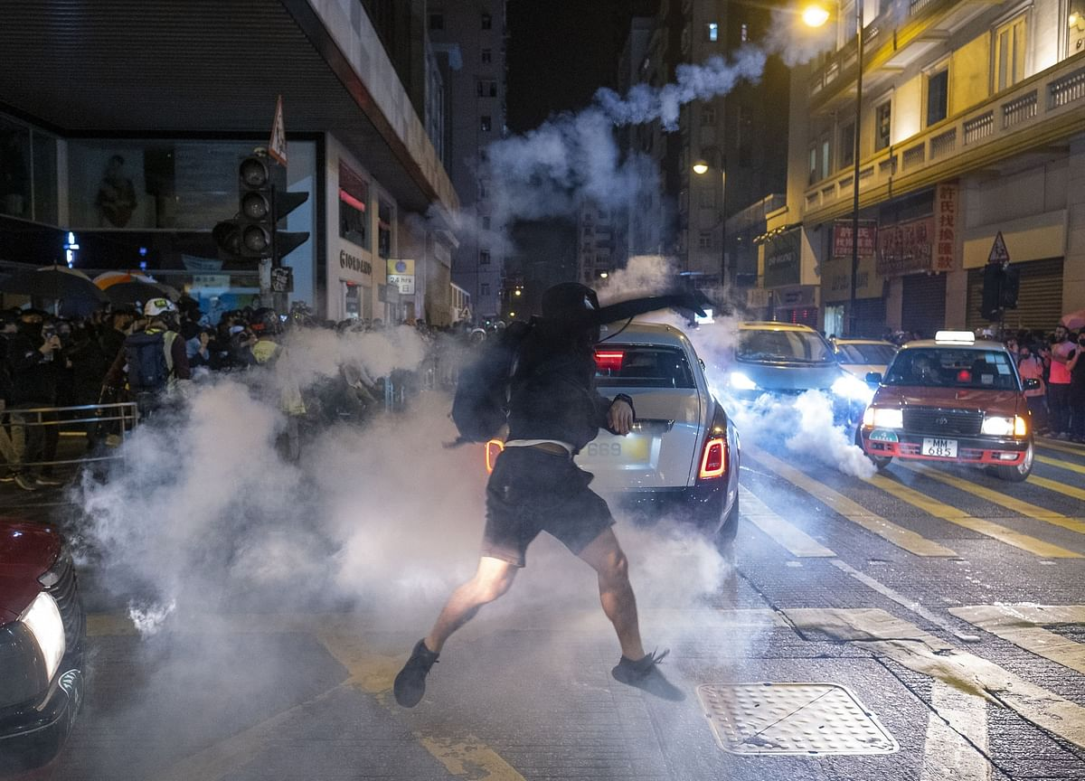 Hong Kong Christmas Eve Clashes See About Two Dozen Injured