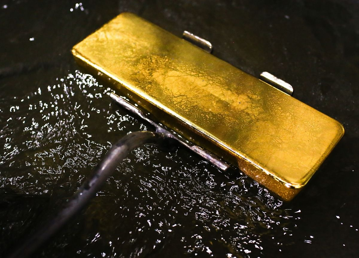 Safe Havens Shine as Spreading Virus Spurs Rush to Buy Gold
