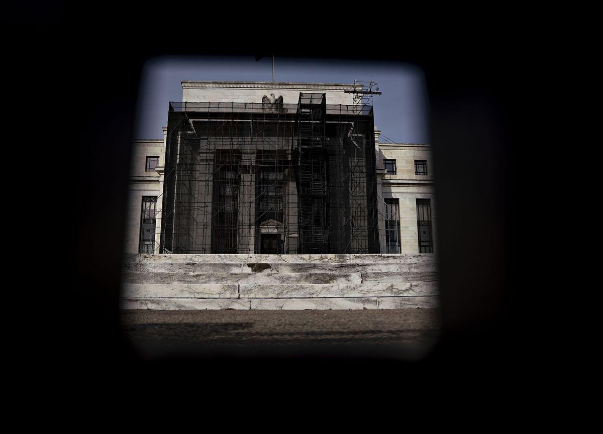 Fed Economist Sees Long-Term Rates Near Zero in Mild Downturn