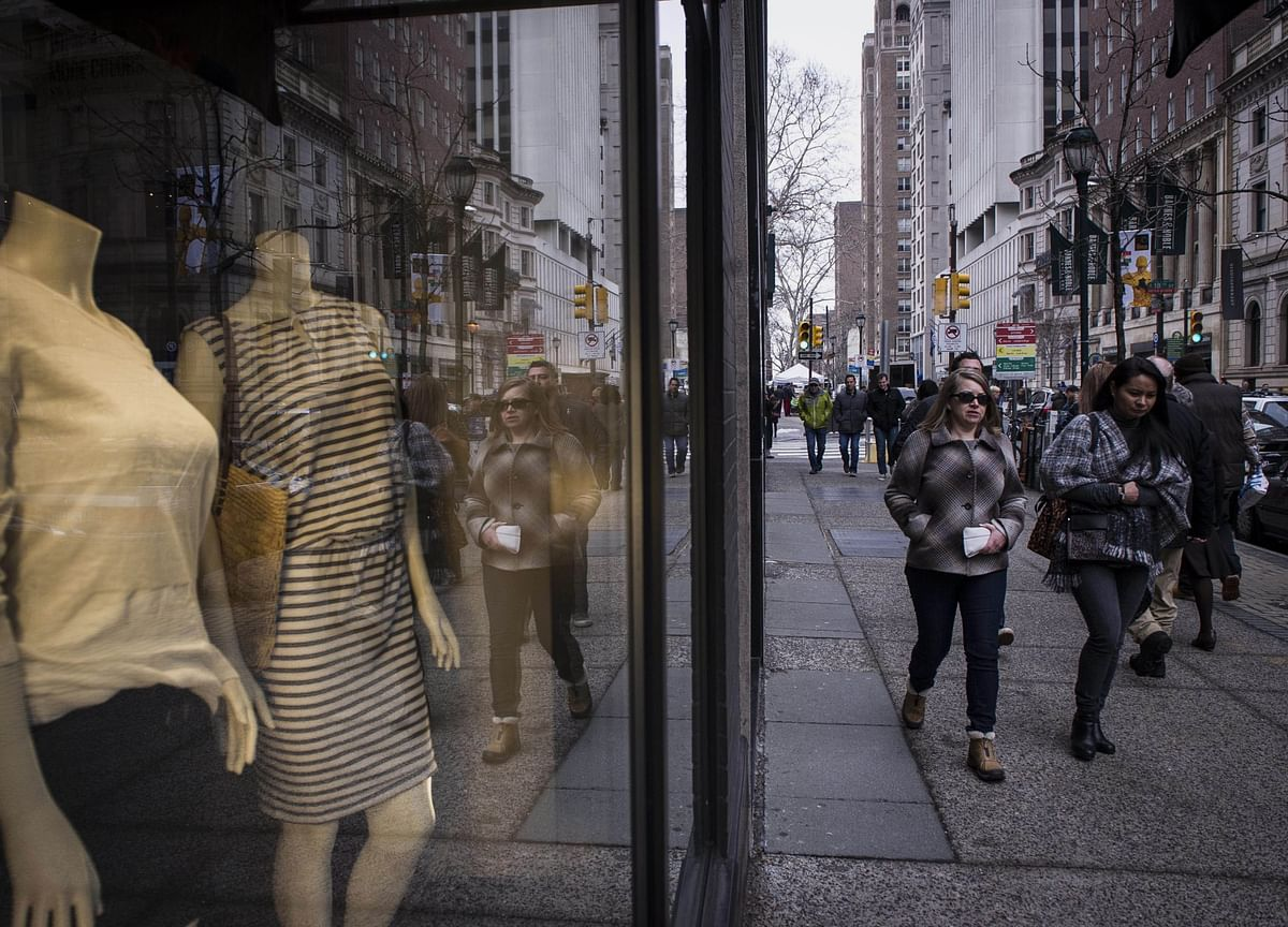 U.S. Consumer Comfort Rises to 19-Year High on Views of Economy