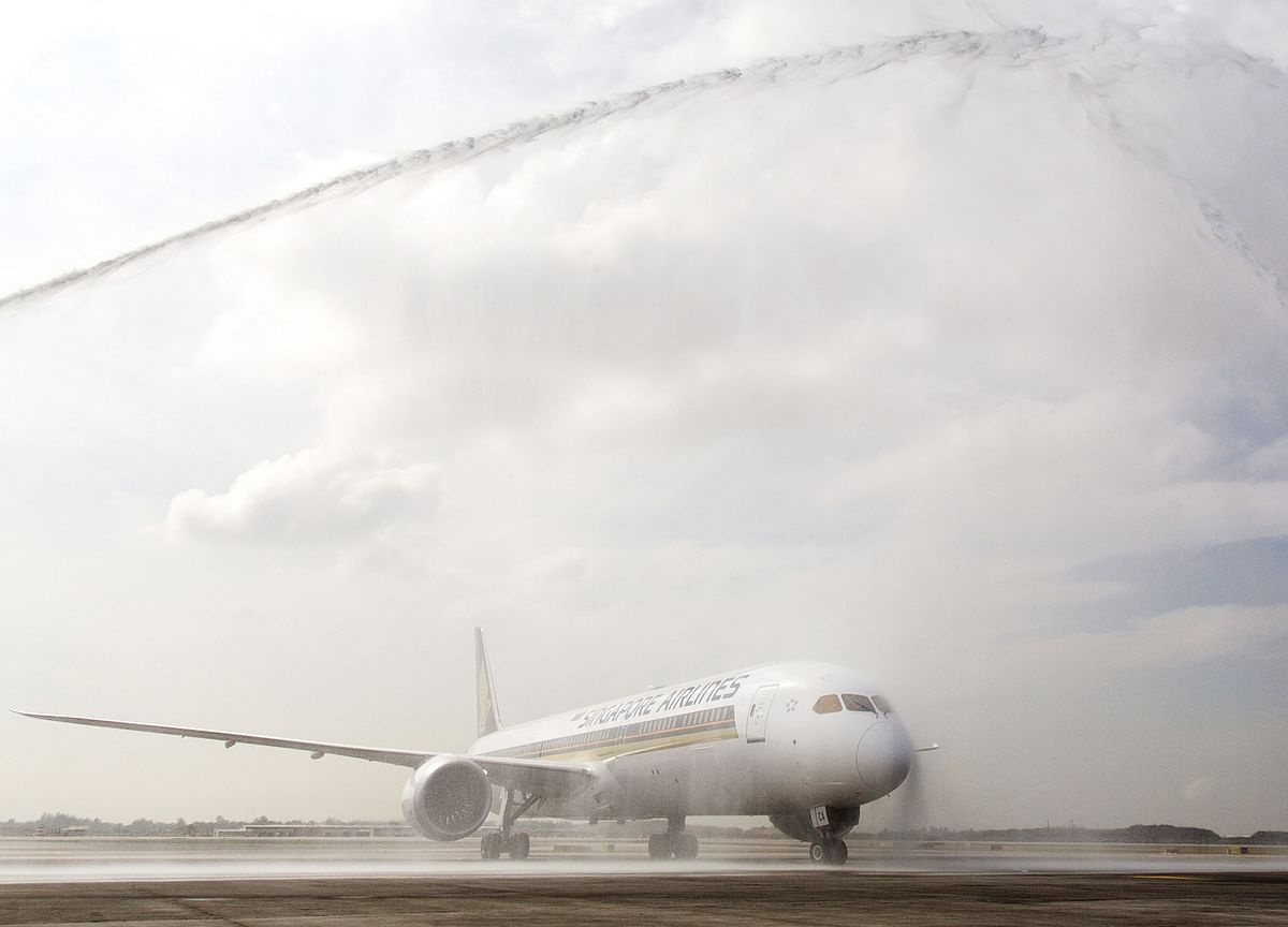Singapore Air ConsidersAdding More Boeing Jets in Indiato Fight Emirates