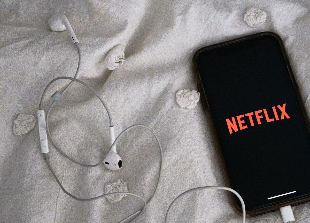 Netflix Slides on Outlook for Greater Competitive Threats