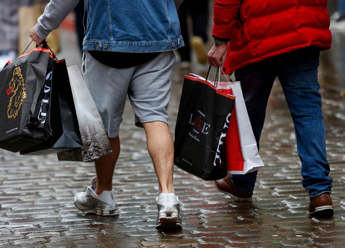 U.K. Consumers Cheered by Brexit Certainty as Confidence Climbs