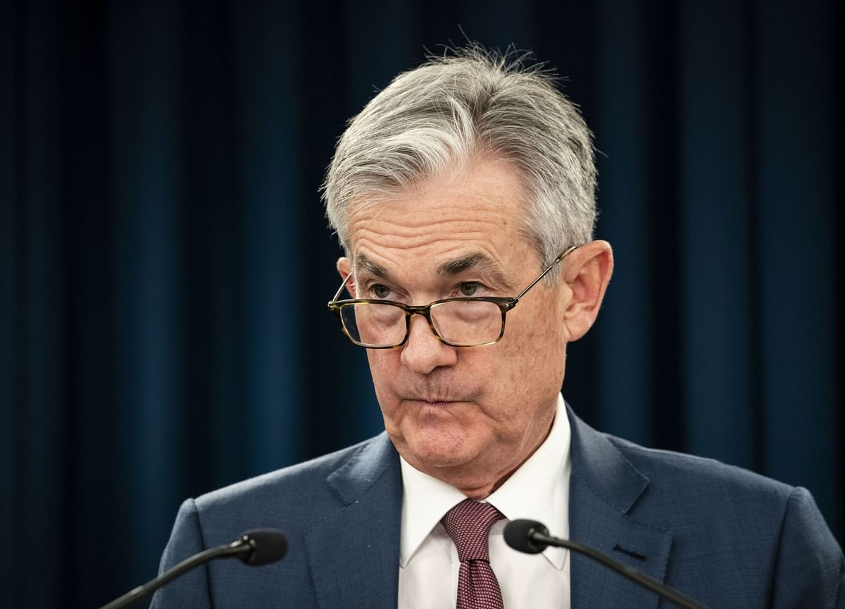 Powell Says Risks to Outlook Remain, Fed Monitoring Virus