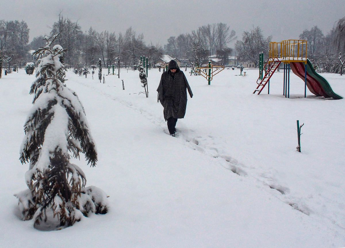 Cold Conditions Persist In North India; Kashmir, Himachal Pradesh Receive Fresh Snowfall